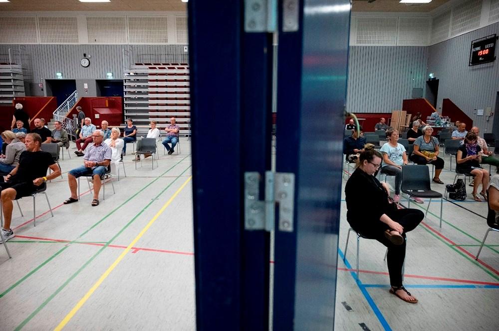 De mange borgere måtte fordeles i to haller. Foto: Jens Nielsen