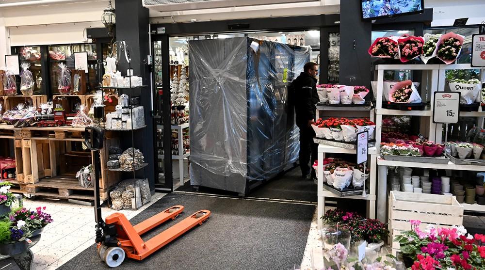 De nye frysere køres ind. Foto: Jens Nielsen