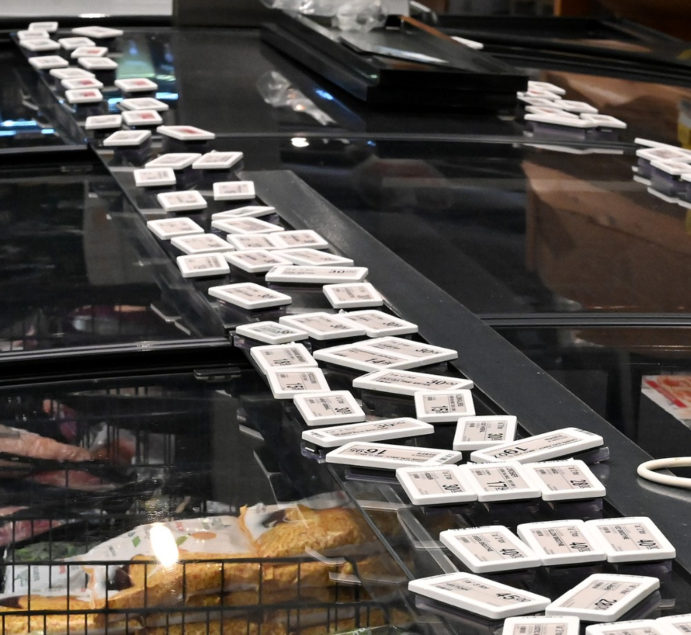 Prisskiltene mangler lige at blive sat fast. Foto: Jens Nielsen