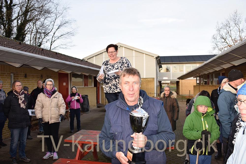 Niels-Henning Hansen fra Danmarks Civile Hundeførerforening i Kalundborg modtog igen i år præmien for den største tilmeldte gruppe. Foto: Gitte Korsgaard.