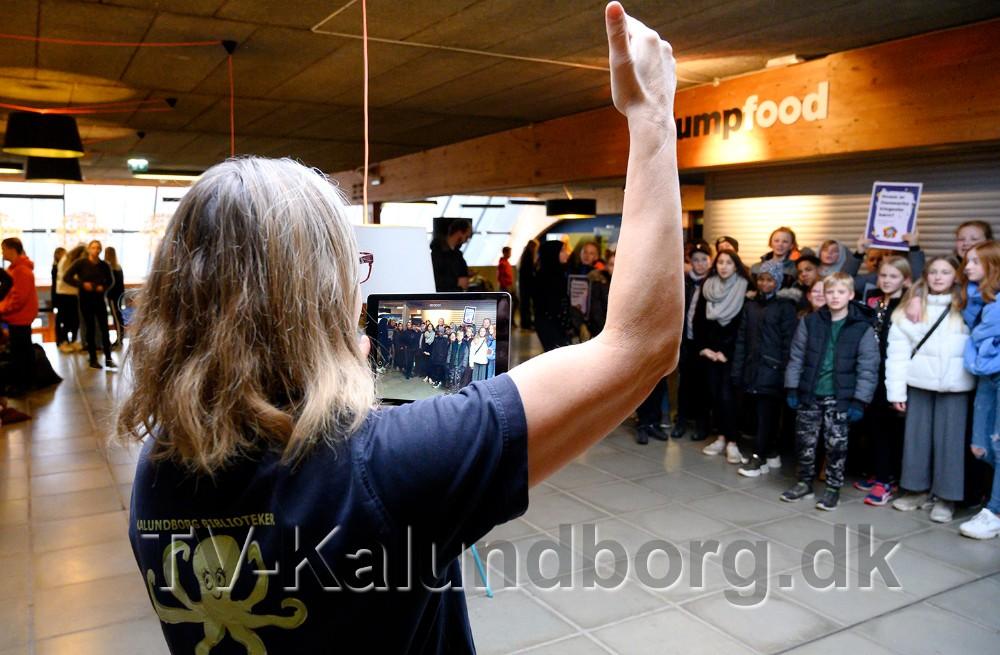 Holdenes kampråb blev filmet inden start. Foto: Jens Nielsen