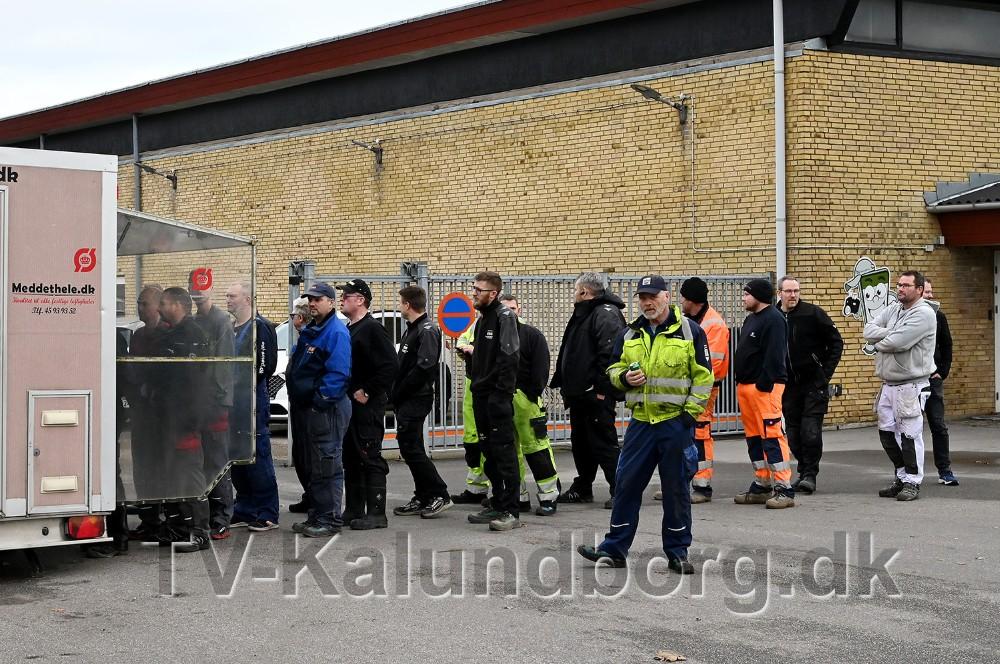 Der var lang kø ved pølsevognen da Würth idag inviterede til 1-års fødselsdag. Foto: Jens Nielsen