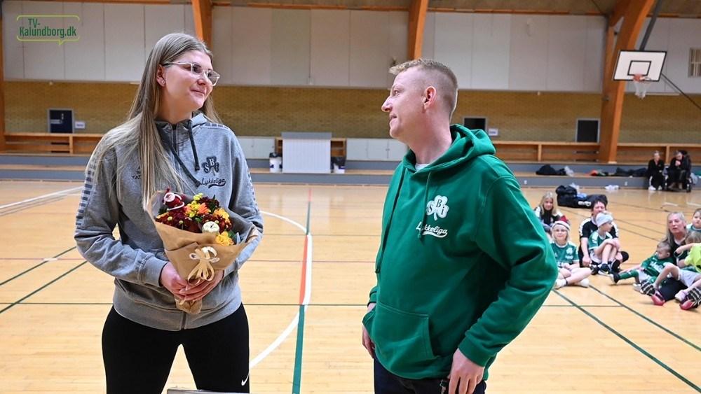 Der var også blomster fra forældrerepræsentant Kasper Nielsen. Foto: Jens Nielsen