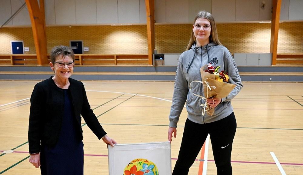 Gunver Jensen sammen med prismodtager Katrine Koustrup Ludvig Olsen. Foto: Jens Nielsen