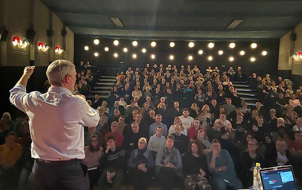 Jens Møller Jensen fastholdt publikum hele aftenen.