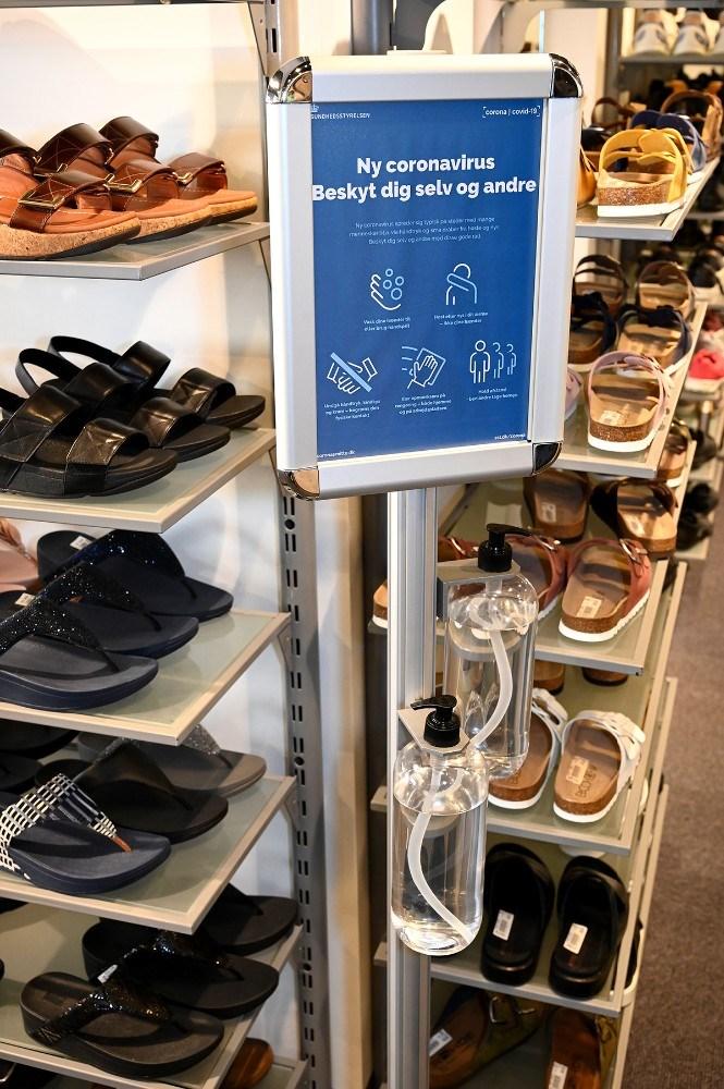 Der skal bl.a. være håndsprit til kunderne. Foto: Jens Nielsen