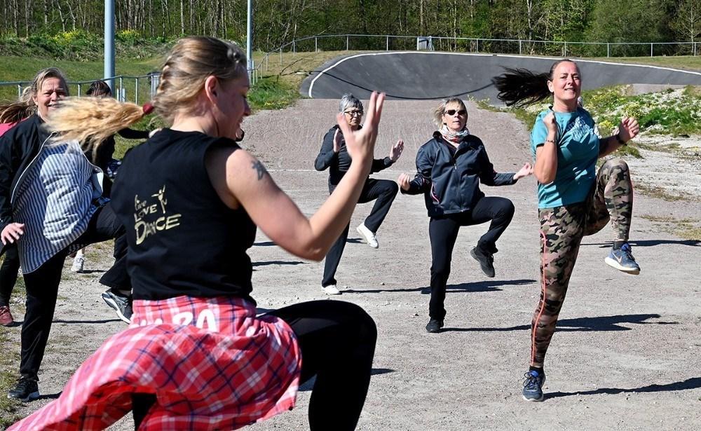 Der danses Zumba udendørs flere gange om ugen. Foto: Jens Nielsen