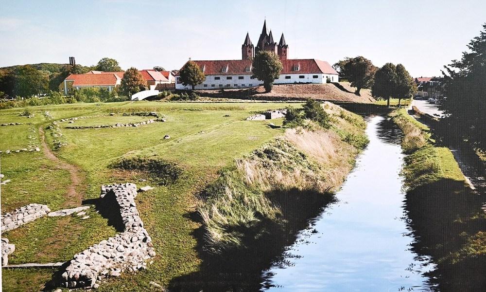 Arkitektfirmaerne Norrøn og Rønnow forestiller sig, at der igen skal vand i voldgraven rundt om ruinerne af vestborgen.