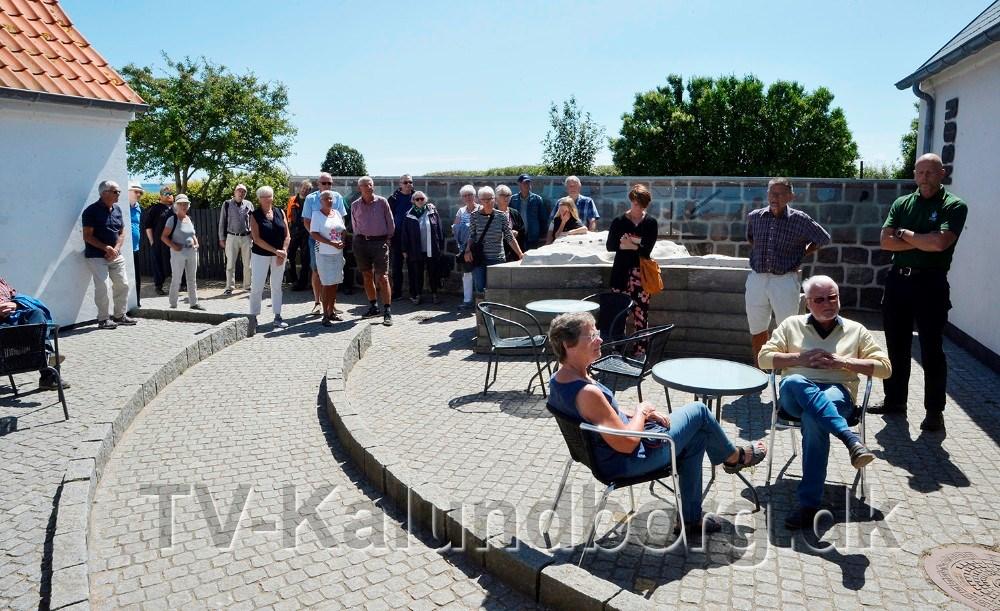 Mange var mødt op for at være med til åbningen af den nye udstilling. Foto: Jens Nielsen