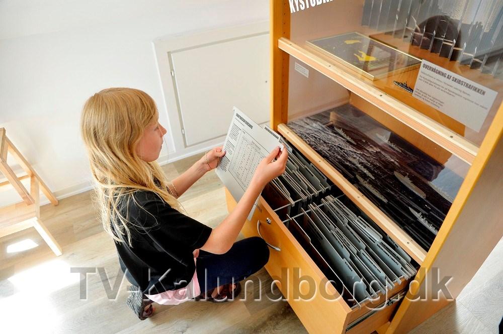 Gæsterne kan gå på opdagelse i skuffer og hylder, hvor der gemmer sig masser af spændende viden om Røsnæs. Foto: Jens Nielsen