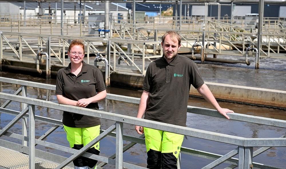 Line Rodenkam Melchiorsen og Tobias Buck Brauner har været i praktik i fem måneder hos Kalundborg Forsyning. Foto: Jens Nielsen
