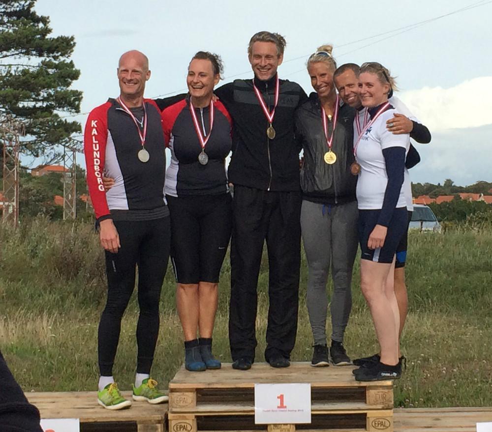 Kåre Mattesen og Lene Haugaard Mikkelsen fik sølv i mix klassen, DSR vandt og Kvik blev nummer 3.. Foto: Kalundborg Roklub