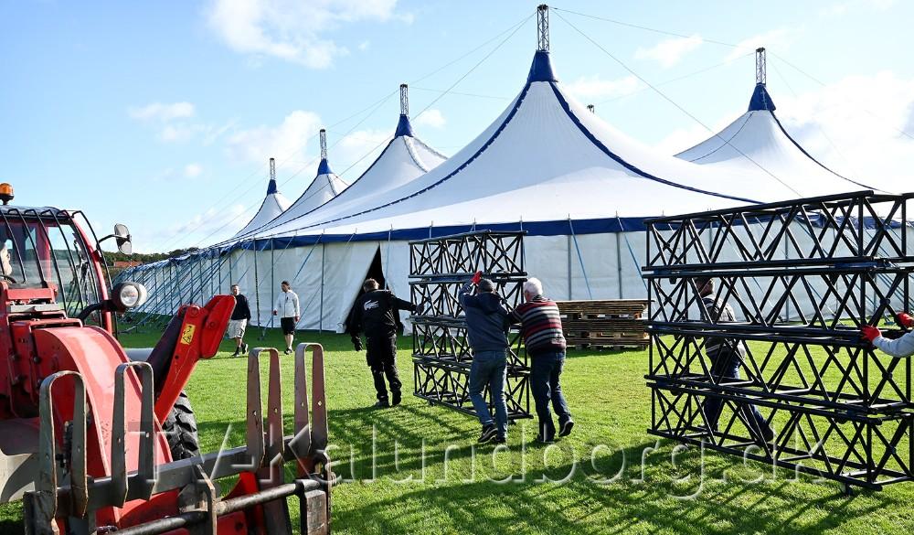 En række lokale foreninger har hjulpet til den store Novozymesfest på Gisseløre. Foto: Jens Nielsen