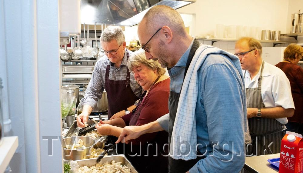 Fra venstre, direktør Søren Ole Sørensen, daglig leder i Medborgerhuset, Marianne Madsen og kommunaldirektør Jan Lysgaard Thomsen. Foto: Jens Nielsen