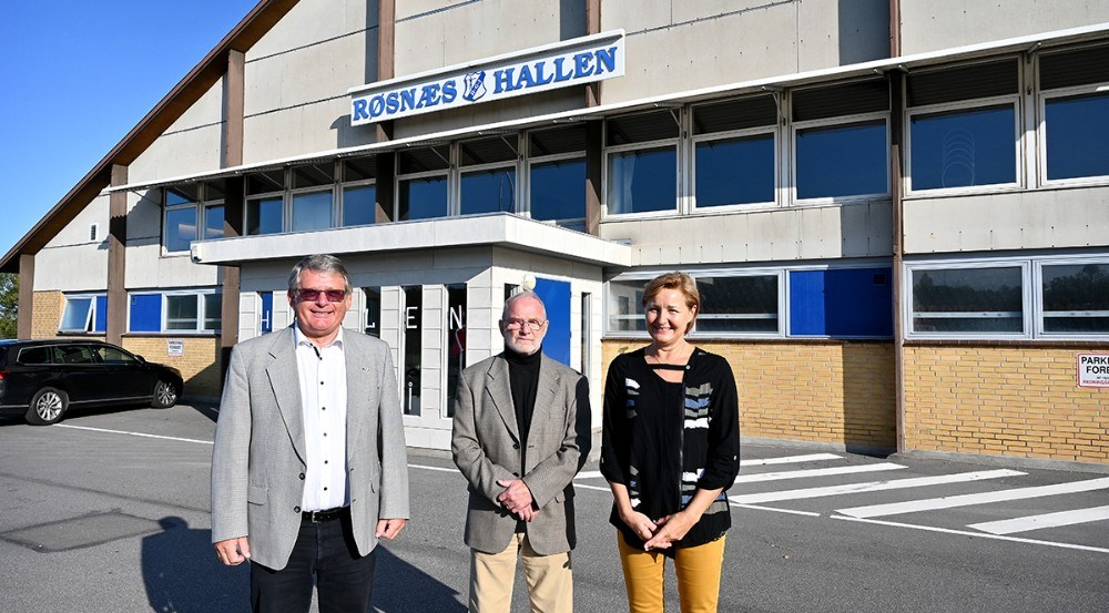 Fra venstre, formandHans Erik Melchiorsen, formand i mere end 25 år, Egon Larsen oghalinspektør, Ulla Lorentsen. Foto: Jens Nielsen