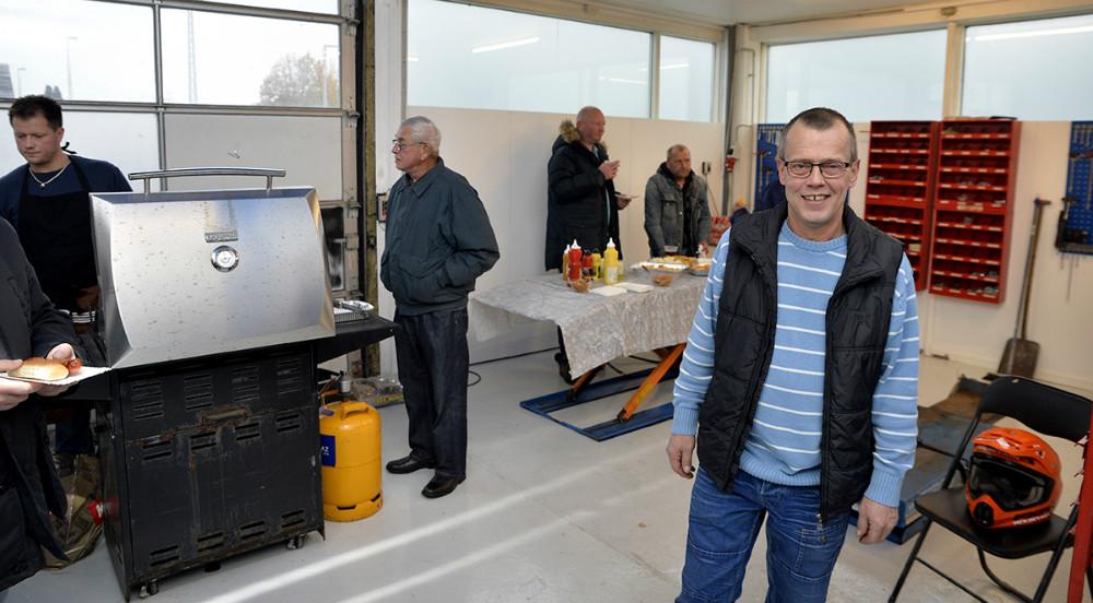 Rene Jensen på det store lyse værksted. Foto: Jens Nielsen
