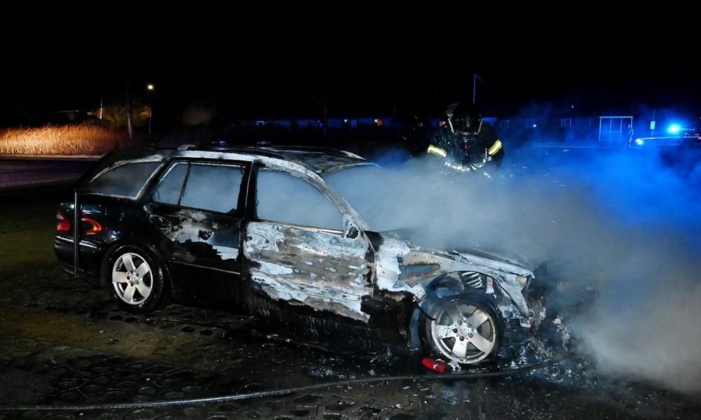En Mercedes stationcar gik op i flammer sent onsdag aften. Foto: Jens Nielsen