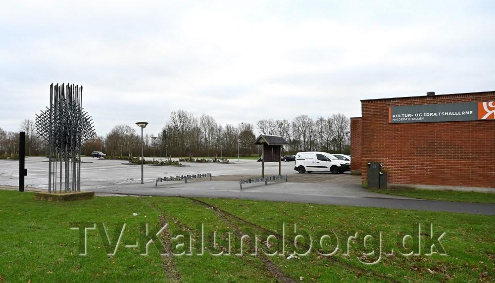 Mange gang i løbet af efteråret har politiet modtaget anmeldelser om problemer ved Hvidebækhallen, nu mødes politiet og Kalundborg Kommune. Foto: Jens Nielsen