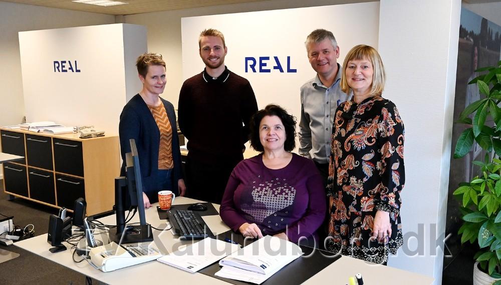 Holdet hos Realmæglerne i Ubby, fra venstre, Heidi Døngart Larsen, Thomas Andersen, Ghita Klarstrup, Steffen Sørensen og Vibeke Johansen. Foto: Jens Nielsen