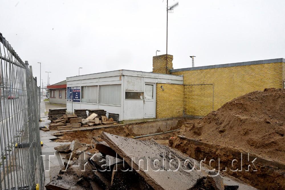 Den gamle Taxabygning skal rives ned for at give plads til en helt ny café. Foto: Jens Nielsen