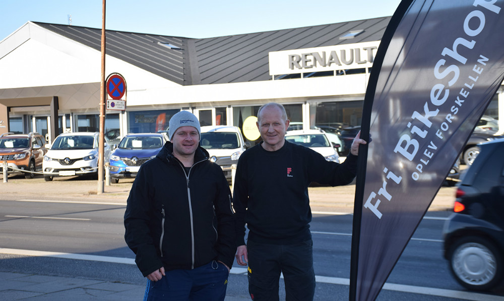 Formand for Kalundborg Cykle Club, Mikkel Pagh (tv) og tidligere verdensmester i mountainbike,Henrik Djernis. Foto: Gitte Korsgaard.