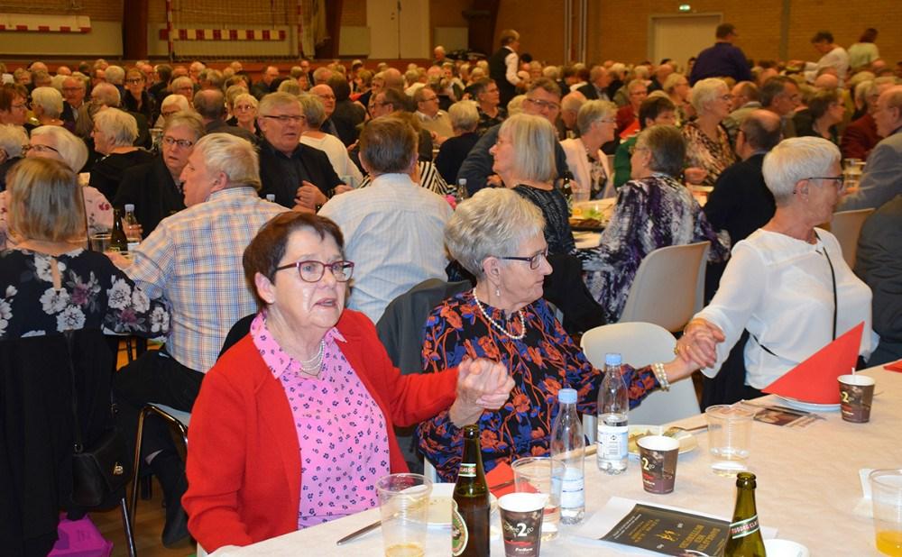 Godt humør til Ældrefest i Hvidebækhallen. Foto: Gitte Korsgaard.