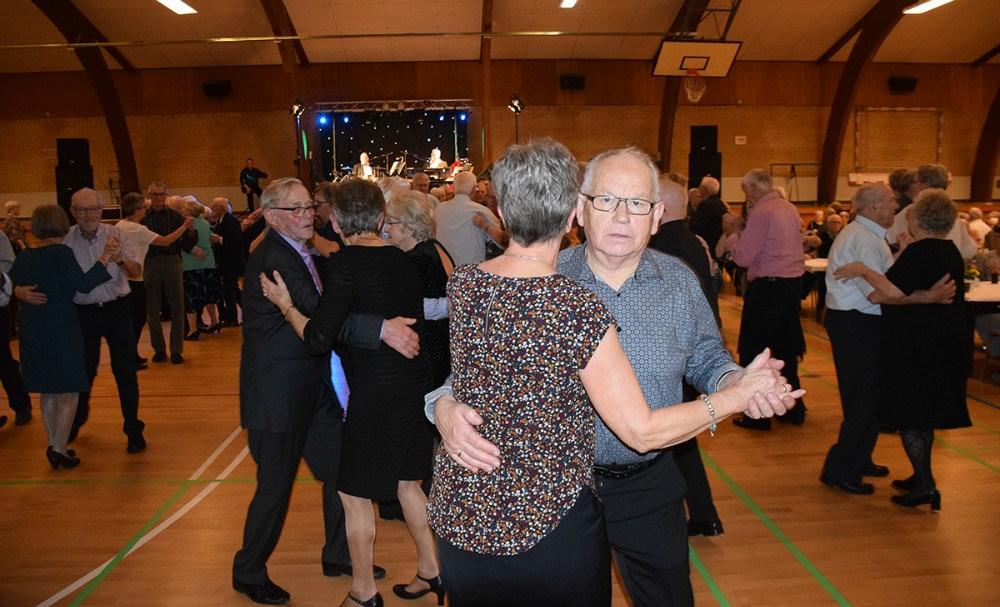 Der blev også danset til den store guldmedalje til Ældrefesten. Foto: Gitte Korsgaard.