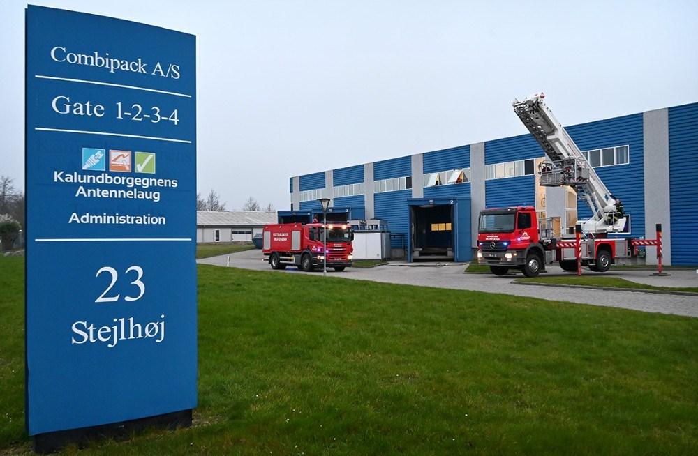 Brandvæsenet blev kaldt til Kalundborgegnens Antennelaug på Stejlhøj fredag morgen. Foto: Jens Nielsen