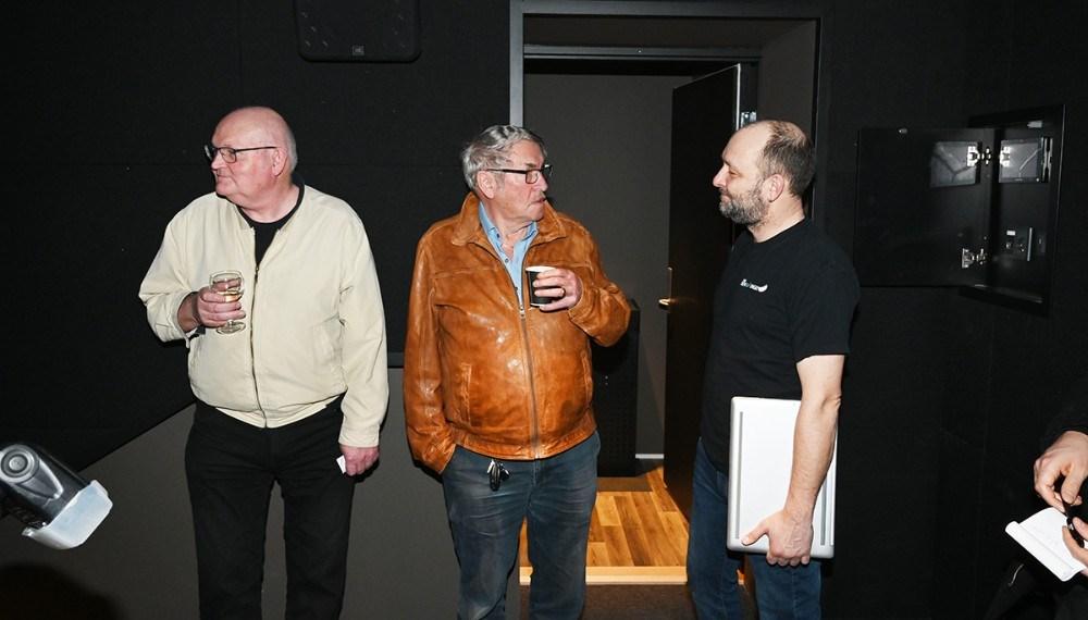 Brian Sønder Andersen viste den nye teknik frem, teknik som styres over den bærbare computer.  Foto: Jens Nielsen