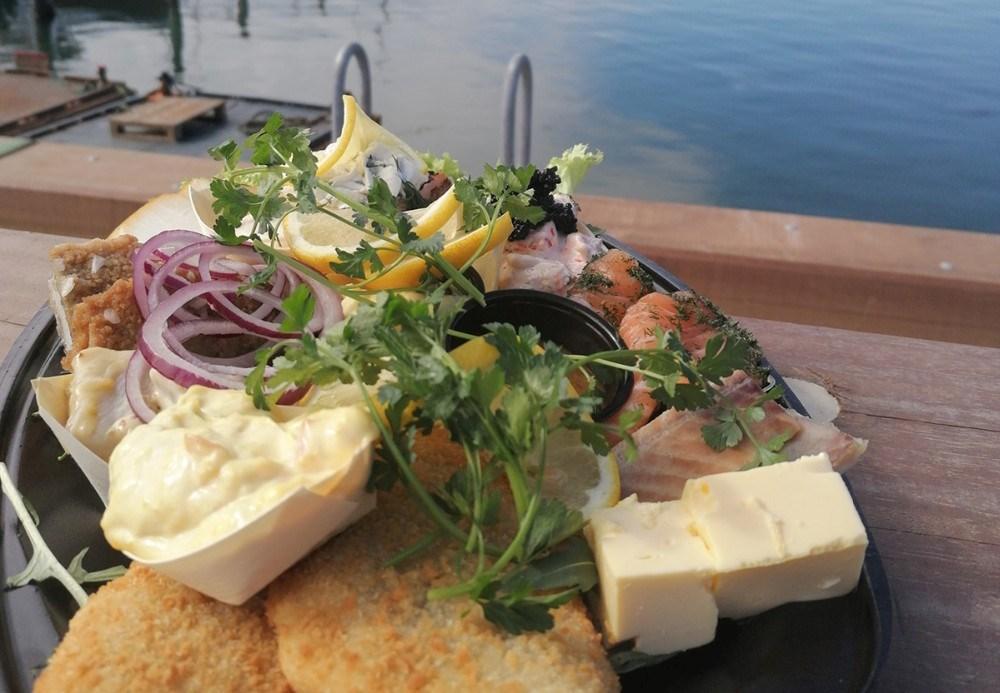 Påske-platter fra Asgers Fisk. Privatfoto