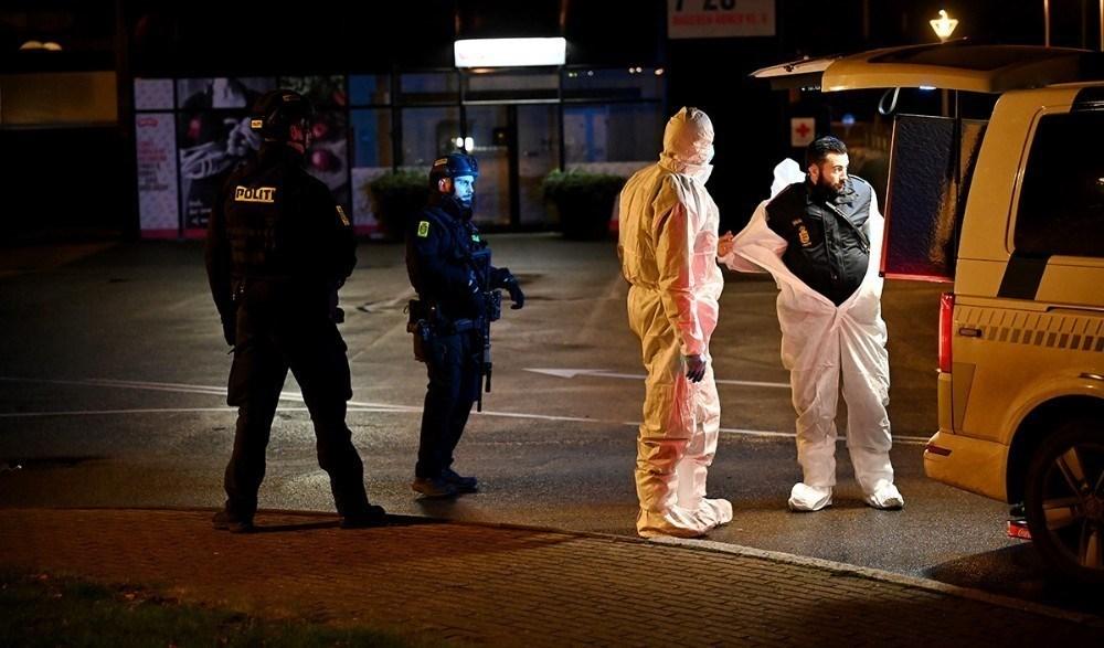 Politiet var massivt til stede på parkeringspladsen ved Meny da to mænd blev dræbt af skud. Arkivfoto: Jens Nielsen