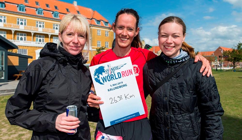 Maria Gjedsted og Line Kongsted med løbets vinder Kristina Sørensen. Foto: Jokum Tord Larsen