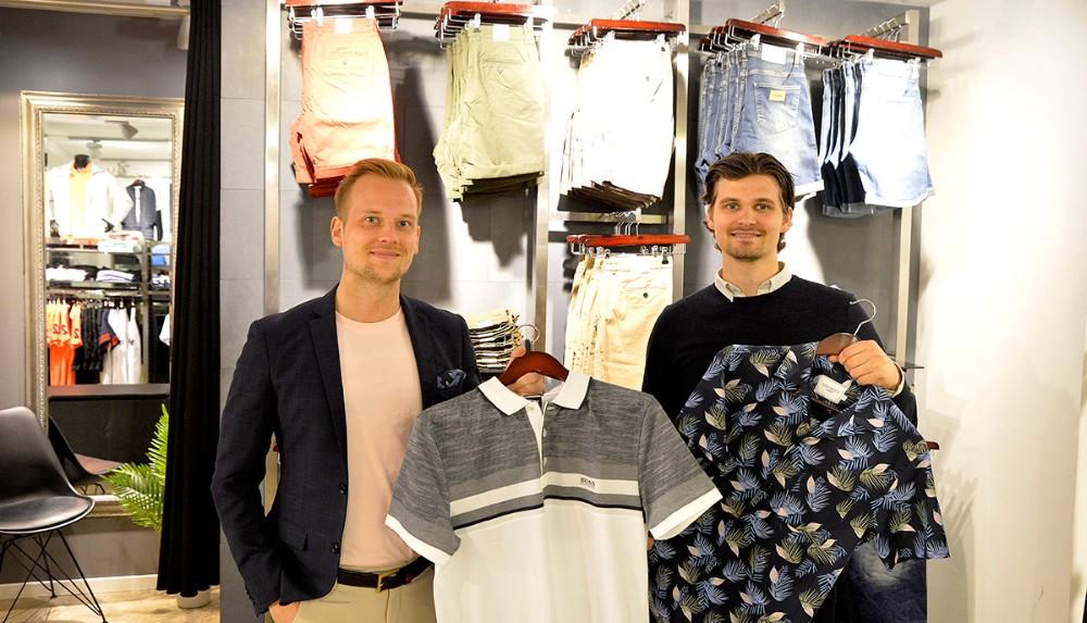 Martin Jakobsen og Mikkel Thisgaard, Bech Menswear, klar med masser af forårs- og sommerkollektioner. Foto: Jens Nielsen