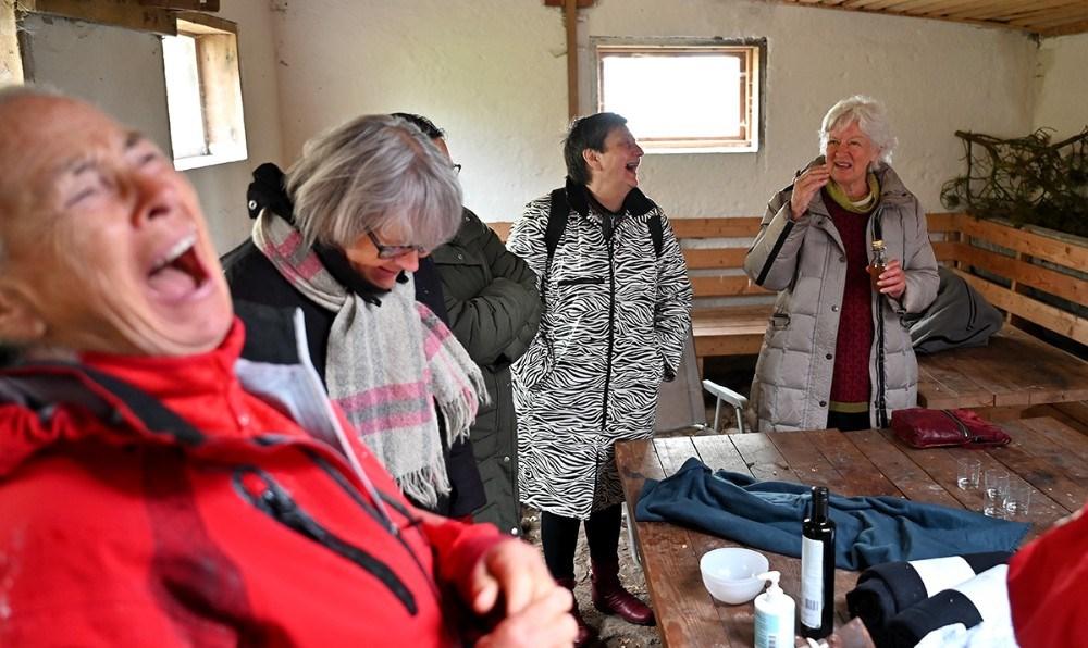 Humøret er højt til dagens møde på Røsnæs. Foto: Jens Nielsen