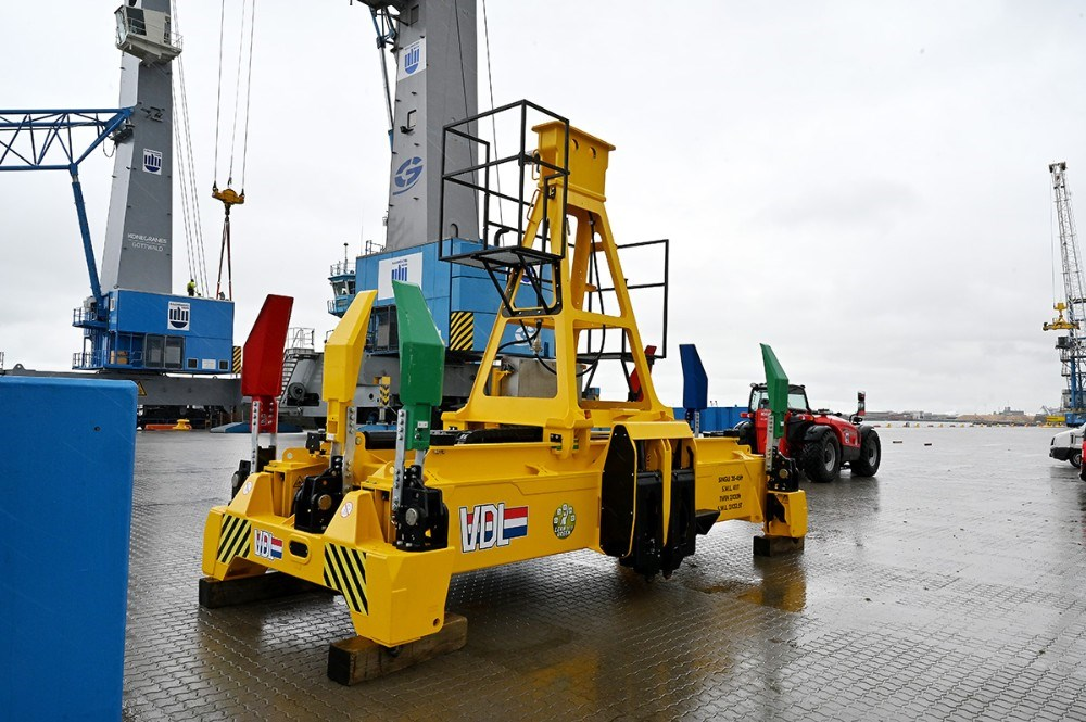 Det nye twinlift containeråg kan løfte to 20-fods containere ad gangen. Foto: Jens Nielsen