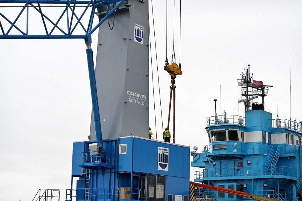 Kalundborg Havns logo var monteret på den nye kran fra fabrikken. Foto: Jens Nielsen