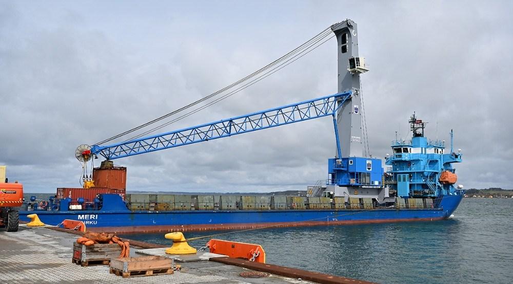 En helt ny stor mobilkran blev torsdag leveret til Kalundborg Havn. Foto: Jens Nielsen