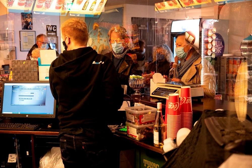 Der blev købt popcorn, slik og drikkevarer inden filmen. Foto: Jens Nielsen