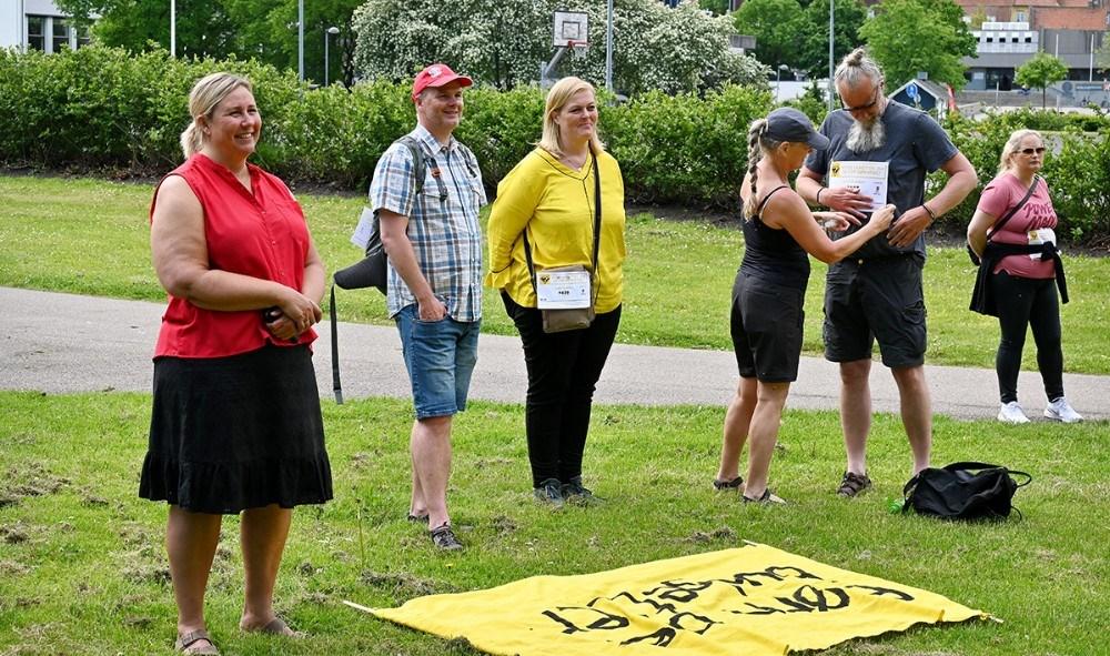 En række lokalpolitikere deltog i søndagens demonstration, her gruppen fra Socialdemokratiet. Foto: Jens Nielsen