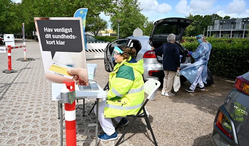 Det mobile COVID-19 testcenter er klar på parkeringspladsen ved Kalundborg Gymnasium. Foto: Jens Nielsen