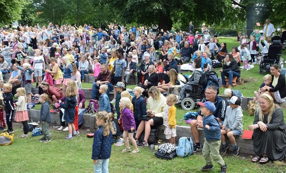 Motor Mille med band var endnu engang en stor succes tirsdag formiddag i Den 8. Himmel i Klosterparken. Foto: Gitte Korsgaard.