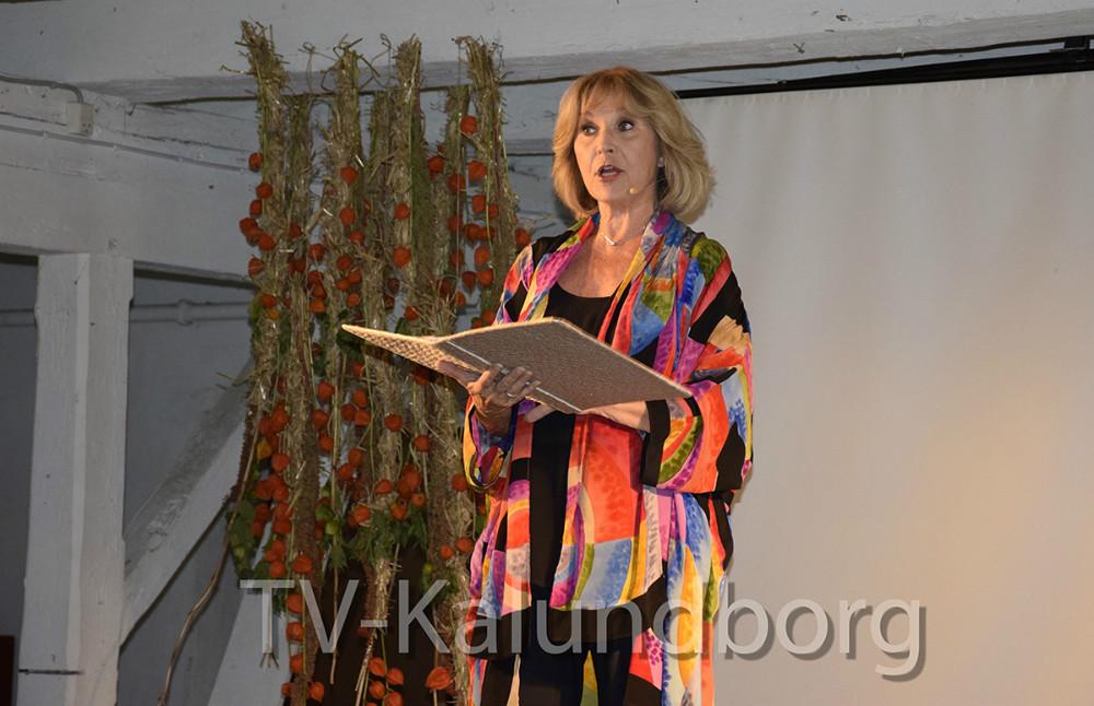 Susse Wold læste eventyr op i forbindelse med H.C. Andersen arrangementpå Lerchenborg i går aftes. Foto: Gitte Korsgaard.