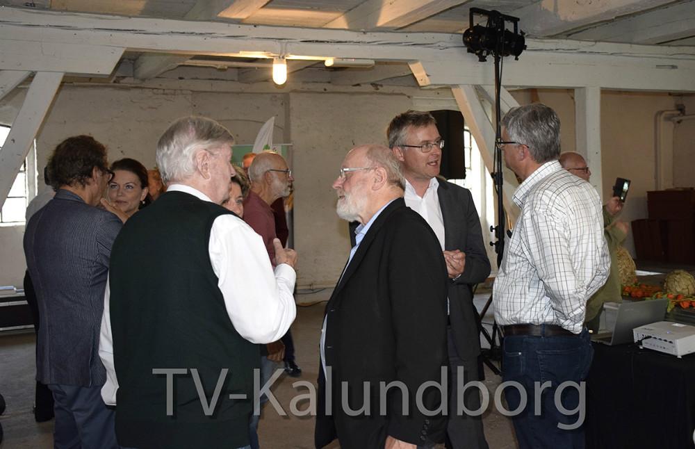 Jacob Jensen (V) i snak med Christian Lerche. Foto: Gitte Korsgaard.