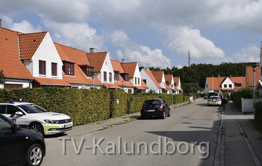 Midt- og Vestsjællands Politi mødte i dagop på Paulas Allé iført skudsikre veste. Foto: Gitte Korsgaard.