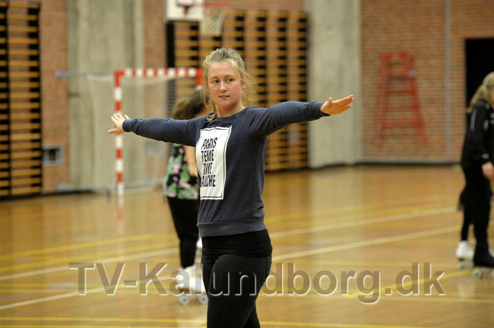 Signe Munk er træner i Kalundborg Rulleskøjteklub. Foto Jens Nielsen