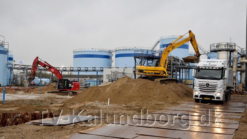 Selv om gravemaskinerne er i gang tages det officielle 1. spadestik d. 16. november af borgmester Martin Damm. Foto: Jens Nielsen