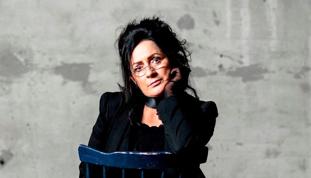 Ester Brohus står på scenen i juvi Klubben på onsdag.