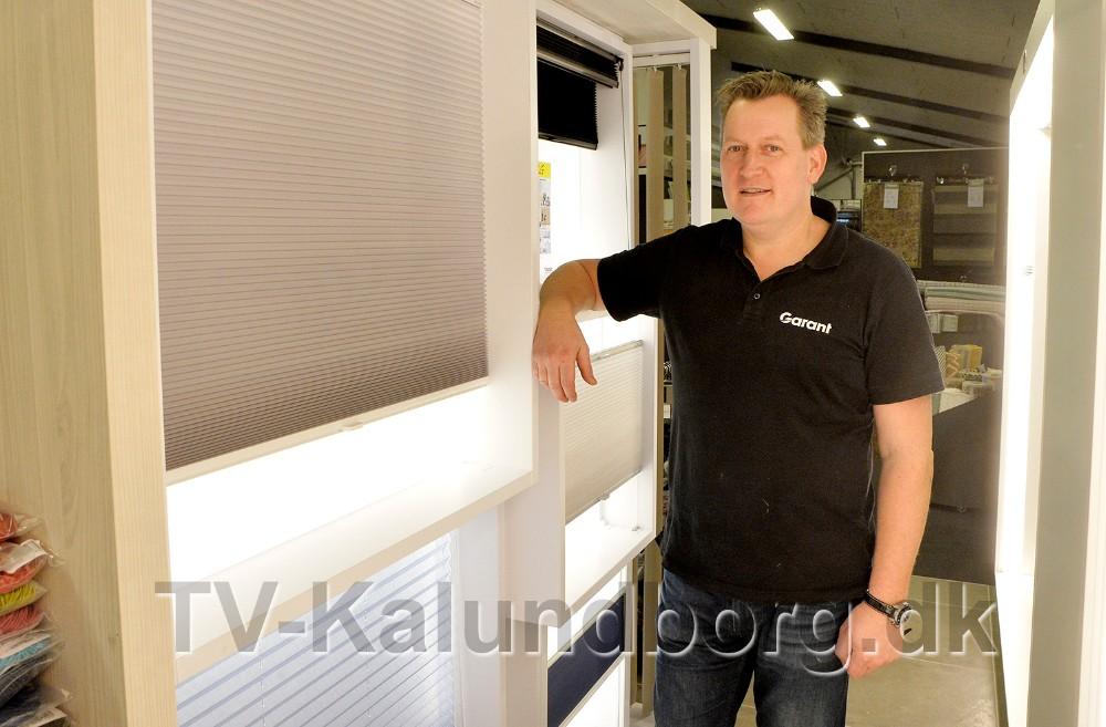 Nikolaj Schadler, Garant Kalundborg, med gode tilbud på bl.a. gardinløsninger. Foto: Jens Nielsen