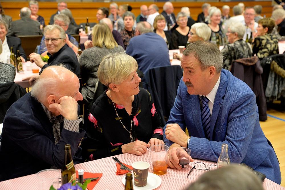 Niels-Erik Sørensen i snak med gæsterne. Foto: Jens Nielsen