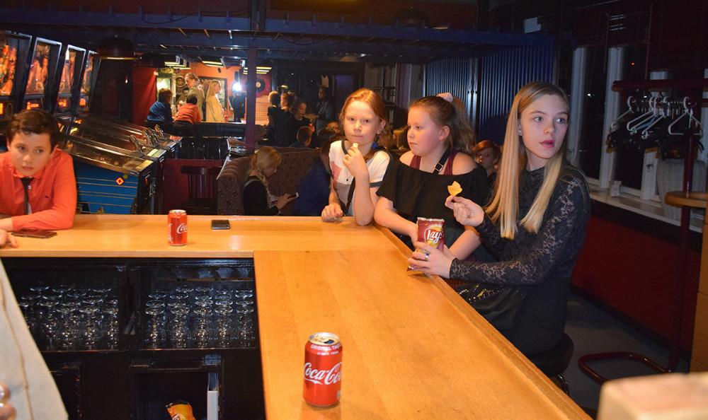 Der blev hygget i Juvi Klubben torsdag aften, hvor der var arrangement for 4.,5. og 6. klasse. Foto: Gitte Korsgaard.